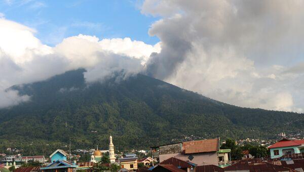 Извержения вулкана в Индонезии. Архивное фото