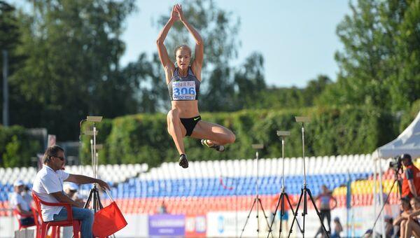 Спортсменка Дарья Клишина во время соревнований по легкой атлетике