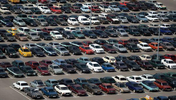 Автомобили водителей, нарушивших правила парковки на спецстоянке администрации Московского парковочного пространства