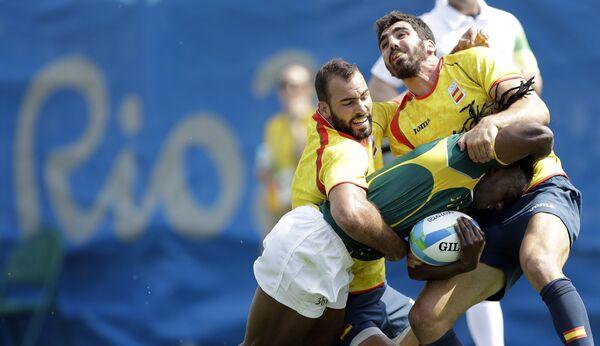 Сборные Южной Африки и Испании во время матча по регби на летних Олимпийских играх в Рио-де-Жанейро