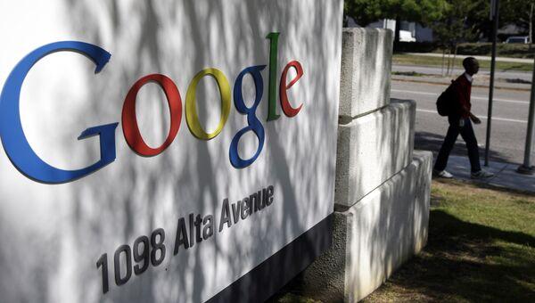 Логотип компании Google у здания штаб-квартиры в Маунтин-Вью, Калифорния, США. Архивное фото