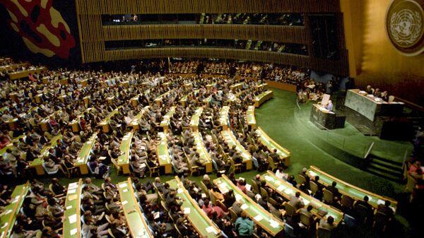 Генеральный секретарь ЦК КПСС, Председатель Президиума Верховного Совета СССР Михаил Сергеевич Горбачев выступает на сессии Генеральной ассамблеи ООН
