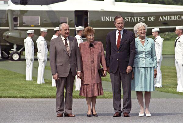 Горбачевы и Буш