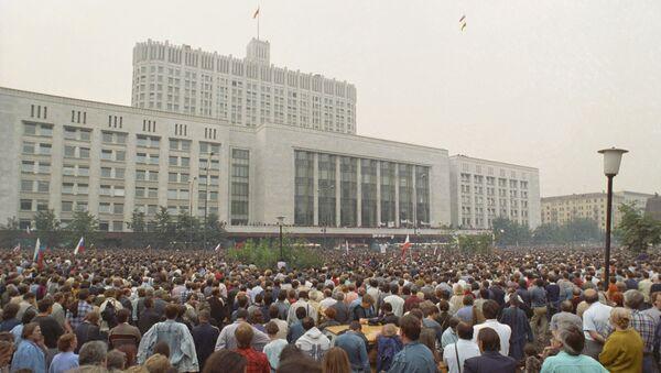 Манифестация у здания Верховного Совета РСФСР под названием Акция в защиту Белого дома. 19 августа 1991 года