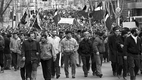 Демонстрация на улице города Тбилиси за ускорение процессов перестройки и расширение прав союзных республик. Грузинская ССР