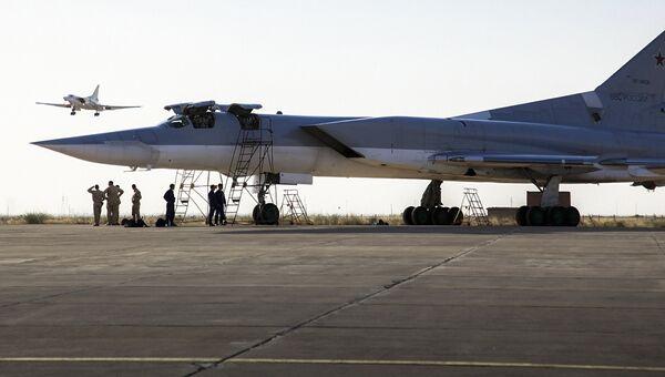 Дальние сверхзвуковые бомбардировщики-ракетоносецы Ту-22 М3 на авиабазе Хамедан в Иране. Август 2016