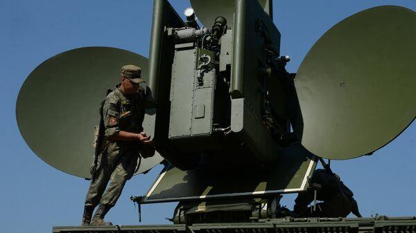 Развертывание наземного многофункционального модуля помех Красуха - 4 во время тактико-специальных занятий с подразделениями радиоэлектронной борьбы ЦВО на полигоне Свердловский