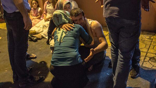 Родственники погибших в результате взрыва в турецком городе Газиантеп
