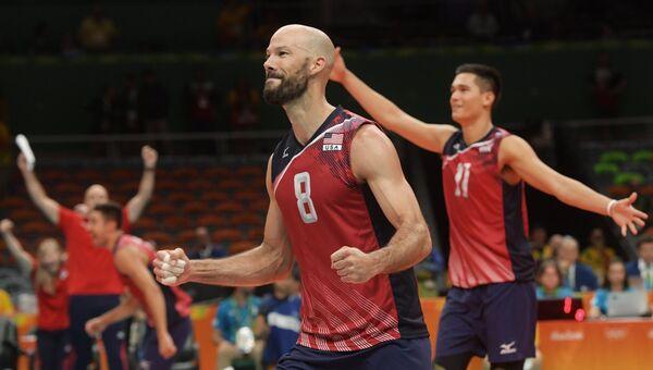 Уильям Придди (США) радуется победе в матче за третье место волейбольного турнира между командами США и России на XXXI летних Олимпийских играх