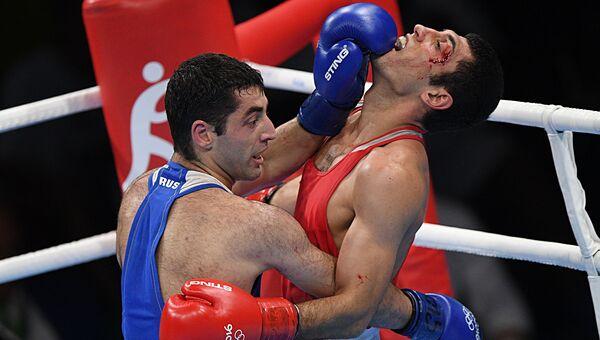 Миша Алоян (Россия) и Шахобиддин Заиров (Узбекистан) в финальном поединке соревнований по боксу на XXXI летних Олимпийских играх