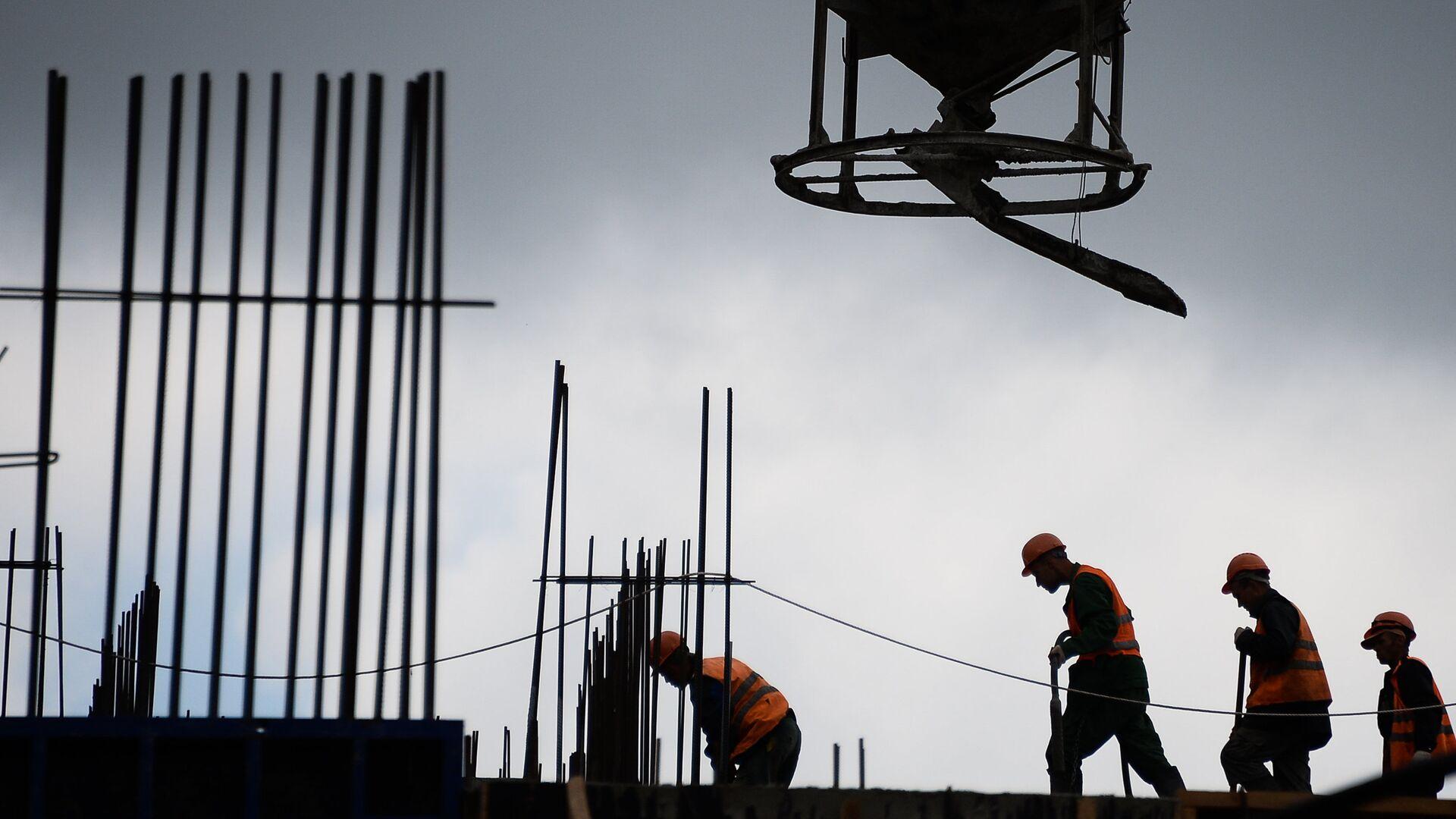 Рабочие на строительстве жилого комплекса в Москве - РИА Новости, 1920, 07.09.2020