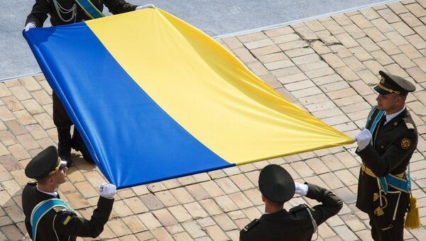 Церемония поднятия государственного флага Украины на Софийской площади в Киеве