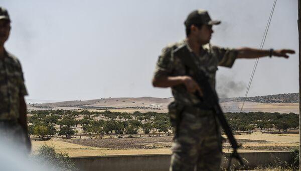 Турецкие солдаты на на границе с Сирией. Архивное фото
