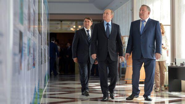 Президент РФ Владимир Путин и губернатор Алтайского края Александр Карлин в Белокурихе. 26 августа 2016