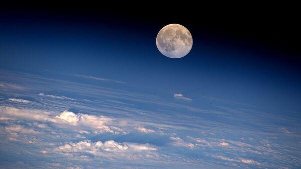 Полная Луна сфотографирована с МКС. Архивное фото