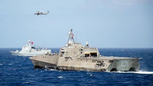 Корабль ВМС США LCS Coronado во время учений стран Азиатско-Тихоокеанского региона в Тихом океане. Июль 2016