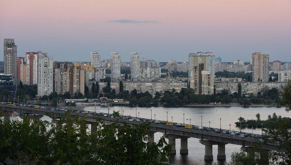 Левый берег Днепра и мост Патона в Киеве. Архивное фото