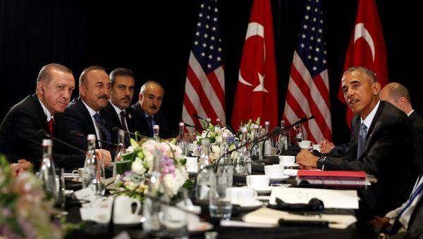 Президент США Барак Обама во время встречи с президентом Турции  Реджепом Тайипом Эрдоганом в рамках саммита G20 в Ханчжоу