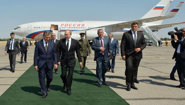 Президент РФ Владимир Путин во время встречи в аэропорту Самарканда. 6 сентября 2016