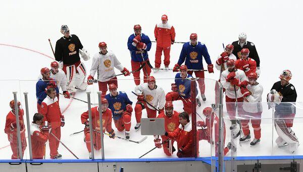 Игроки сборной России по хоккею во время тренировки. Архивное фото