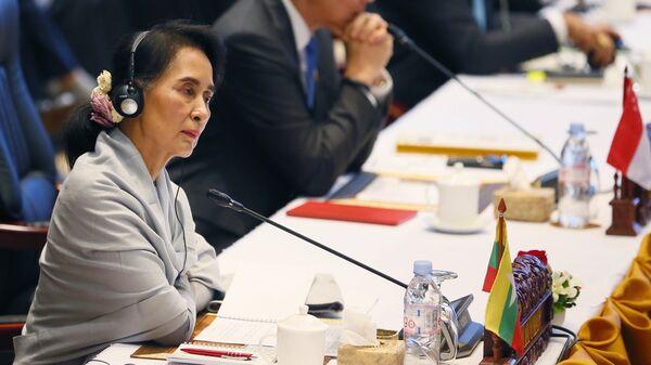 Министр иностранных дел Мьянмы Аун Сан Су Чжи на саммите АСЕАН в Лаосе