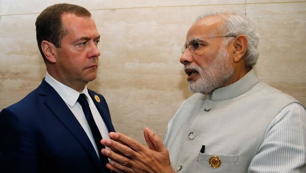 Председатель правительства РФ Дмитрий Медведев и премьер-министр Индии Нарендра Моди после заседания 11-го Восточноазиатского саммита (ВАС). 8 сентября 2016