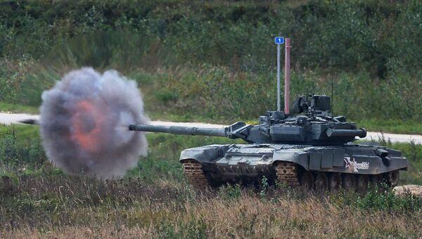 Танк Т-90 на полигоне Алабино на международном военно-техническом форуме Армия-2016