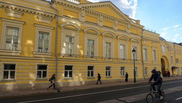 Фасад отреставрированного исторического здания Московского музыкального театра Геликон-опера
