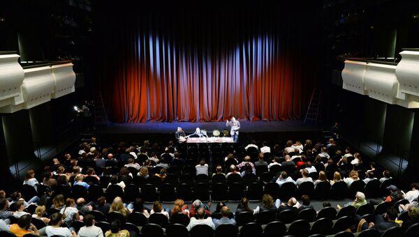 Сбор труппы театра Мастерская Петра Фоменко в преддверии открытия нового театрального сезона. 12 сентября 2016