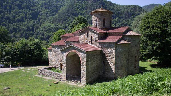 Вход в Северный Зеленчукский храм (Х век)