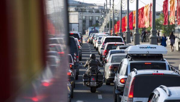 Автомобильная пробка на одной из московских дорог. Архивное фото