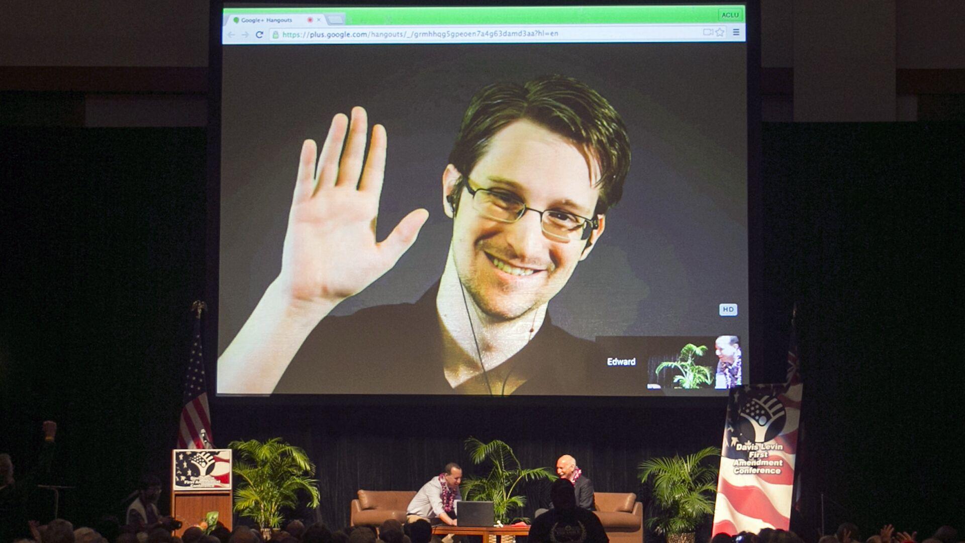 Эдвард Сноуден во время выступления по видеосвязи на конференции Американского союза гражданских свобод (ACLU) - РИА Новости, 1920, 24.06.2021