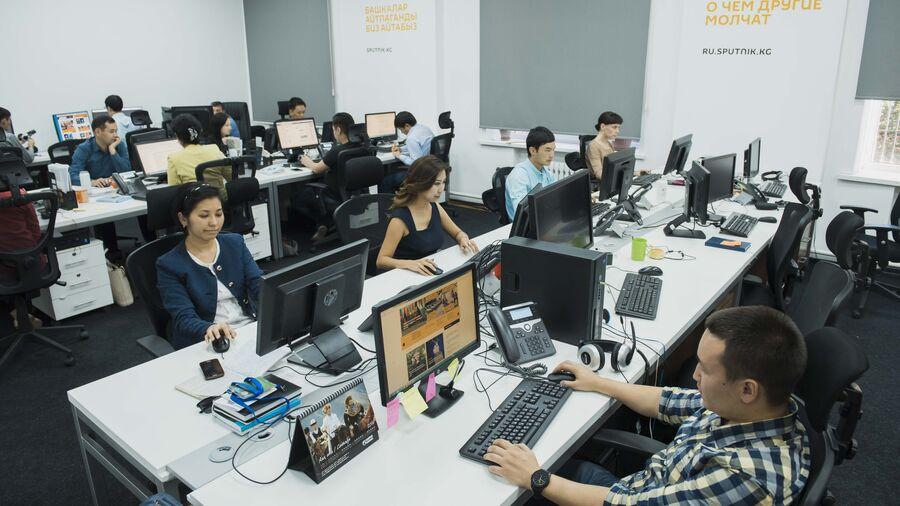 Сотрудники редакционного центра Sputnik в Кыргызстане