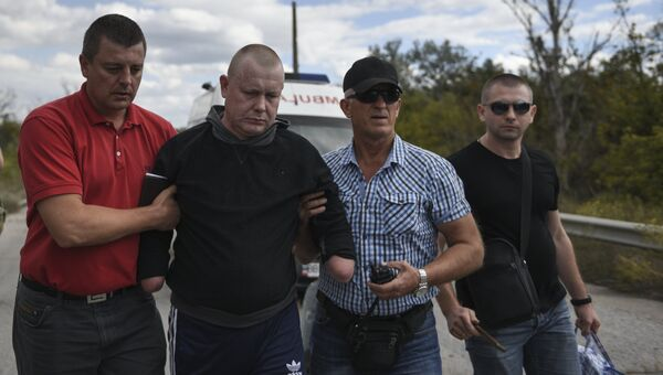 Владимир Жемчугов во время обмена военнопленными между ДНР, ЛНР и Украиной в городе Счастье. 17 сентября 2016