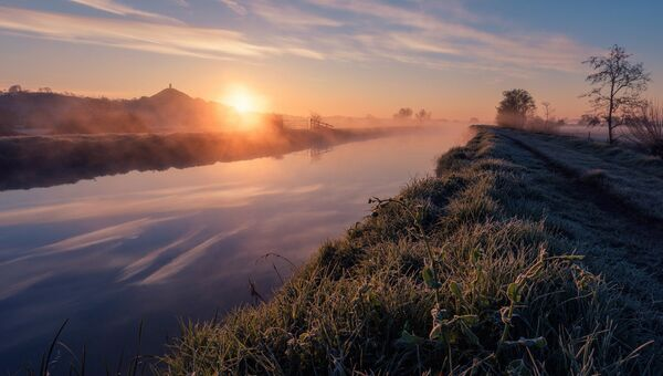 Финалист конкурса Фотограф погодных явлений-2016. Kevin Pearson - Misty River Dawn