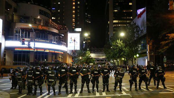 Полицейские во время акции протеста в городе Шарлотт, штат Северная Каролина. 21 сентября 2016