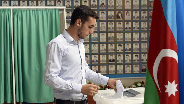Избирательный участок в Баку во время референдума по изменениям в конституцию Азербайджана