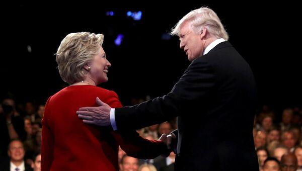 Кандидаты в президенты США Хиллари Клинтон и Дональд Трамп на дебатах. 27 сентября 2016 год