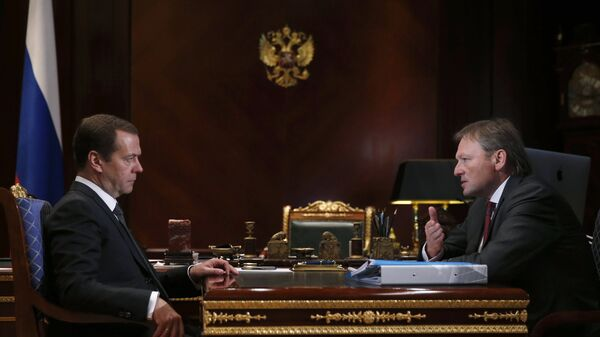 Председатель правительства РФ Дмитрий Медведев и уполномоченный при президенте РФ по правам предпринимателей Борис Титов. 28 сентября 2016