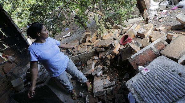 Житель в разрушенном в результате землетрясения доме, Никарагуа, сентябрь 2016