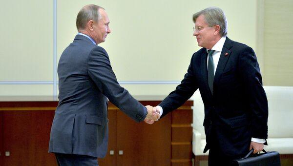 Президент РФ В. Путин встретился с главой компании Аэрофлот В. Савельевым. 29 сентября 2016