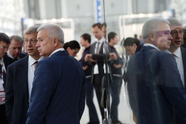 Президент ПАО Лукойл Вагит Алекперов и председатель совета директоров АФК Система Владимир Евтушенков на международном инвестиционном форуме Сочи 2016