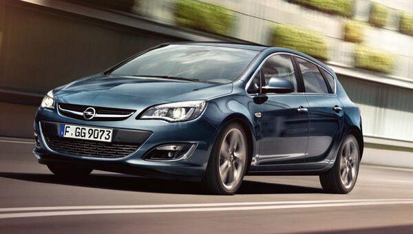 Автомобиль Opel Astra. Архивное фото