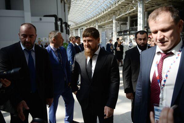 Глава Чеченской Республики Рамзан Кадыров (в центре) на международном инвестиционном форуме Сочи 2016