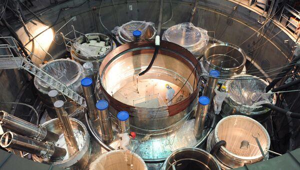 Сборка реактора в чистой зоне энергоблока БН-800 на Белоярской атомной электростанции. Архивное фото