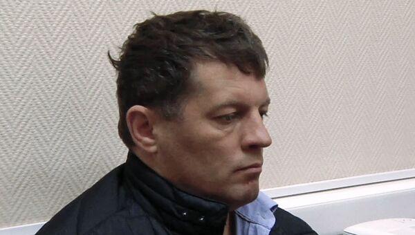Гражданин Украины Роман Сущенко во время задержания сотрудниками ФСБ России в Москве. Архивное фото