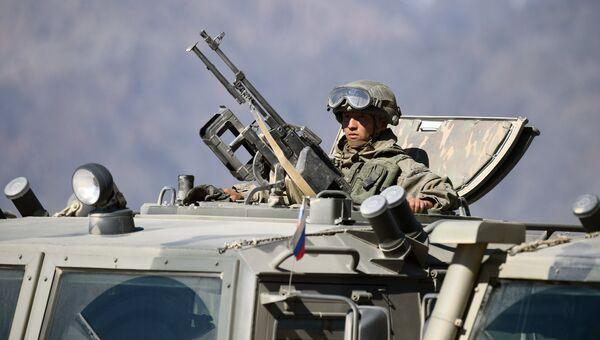 Военнослужащий в бронеавтомобиле Тигр. Архивное фото