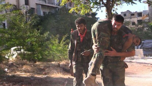 Бойцы сирийской армии во время наступления на позиции боевиков Джебхат-ан-Нусра в Алеппо. Архивное фото