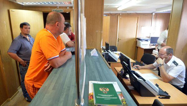 Работа пункта пропуска Красная горка на российско-белорусской границе. Архивное фото