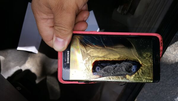 Сгоревший смартфон Samsung Galaxy Note 7. Архивное фото